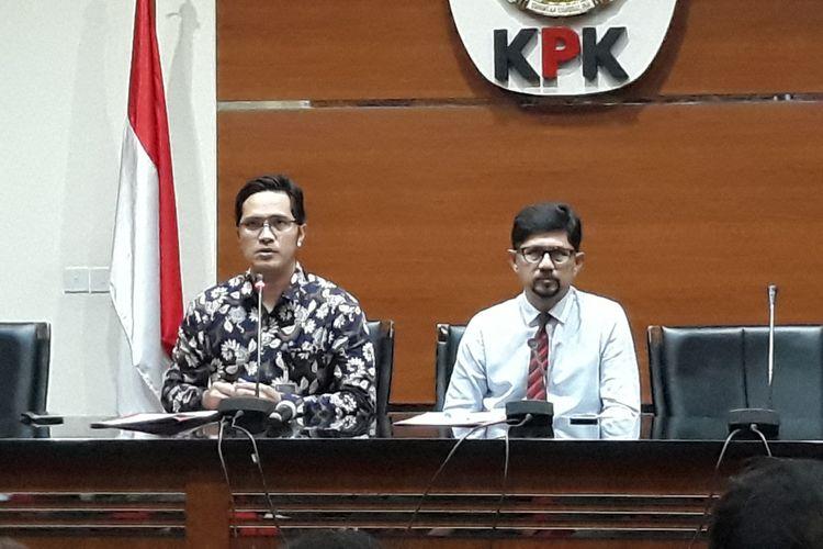 Wakil Ketua KPK Laode M Syarif dan Juru Bicara KPK Febri Diansyah dalam jumpa pers di Gedung KPK Jakarta, Jumat (1/2/2019).