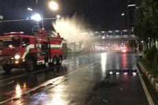 Jalan Sudirman-Thamrin Ditutup, Mobil Damkar Semprotkan Cairan Disinfektan