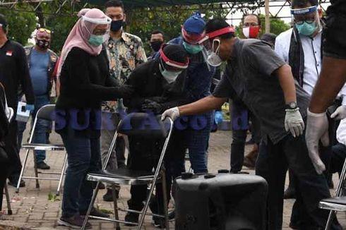 Tangis Risma di Pemakaman Kepala DP5A Surabaya: Terima Kasih Sudah Memberikan Semuanya