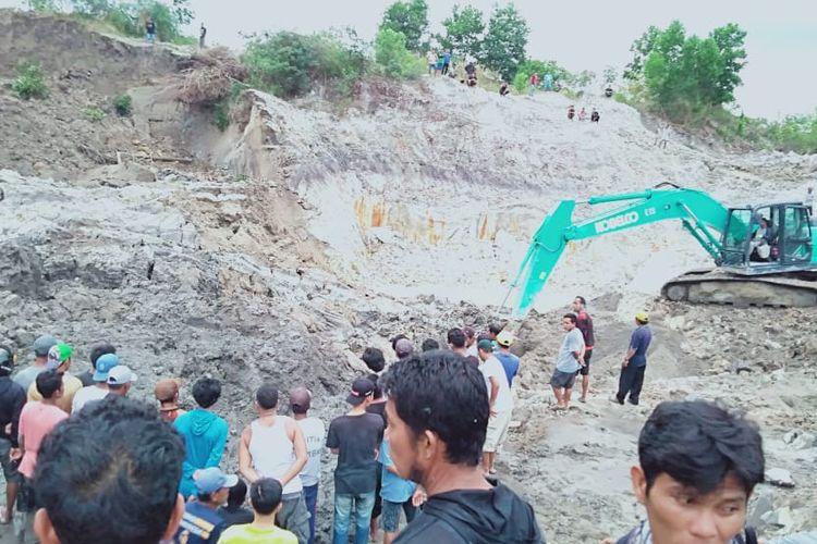 Kawasan penambangan ilegal timah di Lubuk Besar, Bangka Tengah, dilanda longsor, Selasa (18/6/2019). Tiga orang tewas.