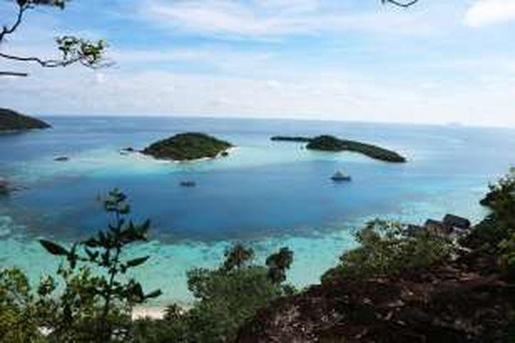 Panorama perairan Pulau Bawah di Kabupaten Kepulauan Anambas, Provinsi Riau.