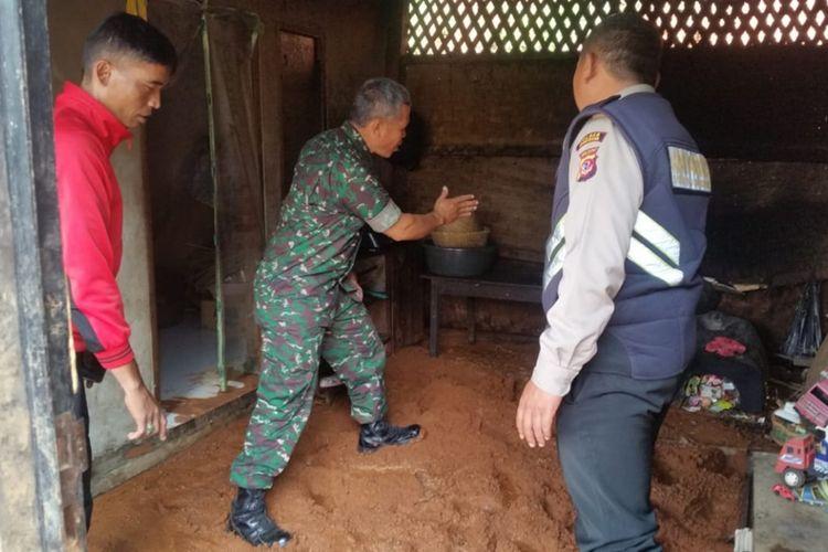 Rumah warga di Cijeruk, Pamulihan, Sumedang, Jawa Barat terimbas banjir lumpur. Dok. BPBD Sumedang