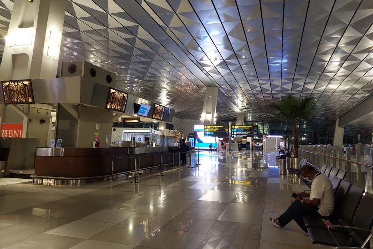 Suasana Terminal 3 Bandara Soekarno-Hatta, Kota Tangerang, pada Rabu (5/5/2021). Hampir tak ada penumpang pesawat menjelang larangan mudik Lebaran diterapkan pada 6-17 Mei 2021.