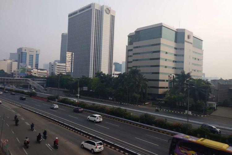 Lalu lintas di Jalan Jenderal Gatot Subroto dan Tol Dalam Kota lengang pada Senin (11/6/2018).
