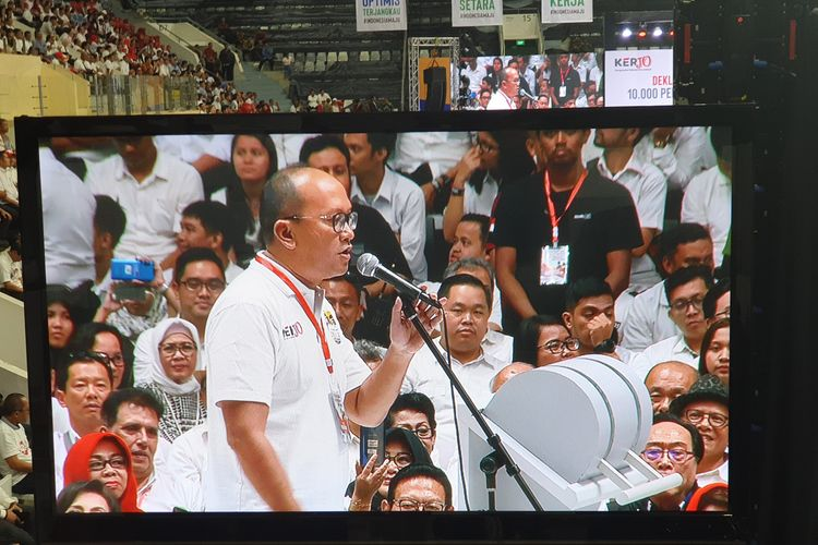 Ketua Kadin Rosan Roeslani memberi sambutan dalam deklarasi dukungan 10.000 pengusaha untuk Jokowi-Maruf di Istora Senayan, Jakarta, Kamis (21/3/2019).