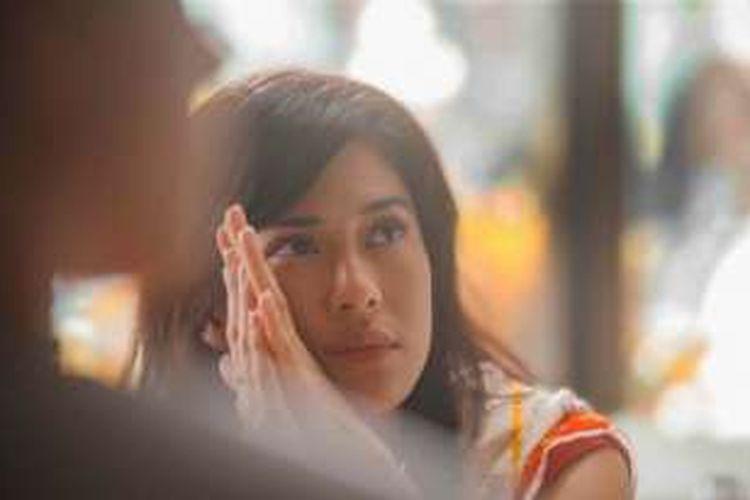 Dian Sastrowardoyo berperan sebagai Cinta dalam film Ada Apa dengan Cinta? 2.
