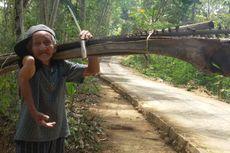 Tangannya Menggantung-gantung Patah Belasan Tahun, tapi Sonto Wiryo Tetap Semangat Bekerja