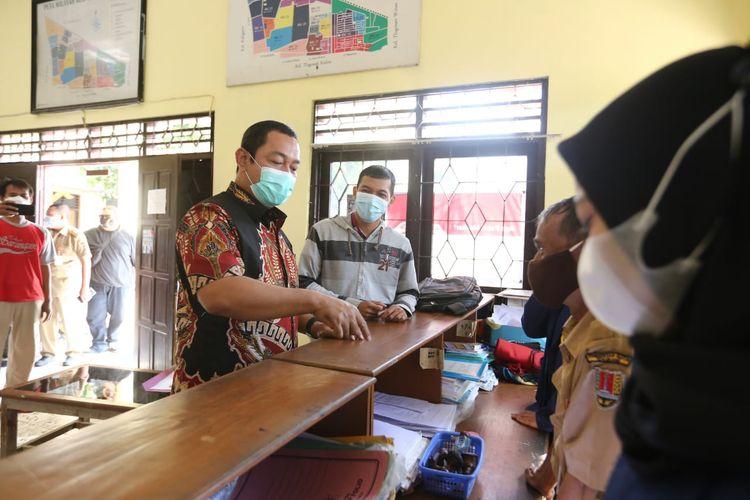 Wali Kota Semarang Hendrar Prihadi (Hendi) sidak ke kantor Kelurahan Muktiharjo Kidul