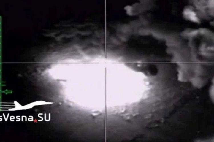 Potongan video yang dirilis oleh Angkatan Udara Rusia memerlihatkan jet tempur mereka membombardir markas persembunyian kelompok Negara islam Irak dan Suriah (ISIS) di kawasan Homs, Suriah.
