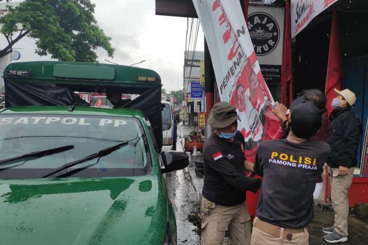 Penertiban APK memasuki masa tenang Pilkada di Kota Semarang, Minggu (6/12/2020).