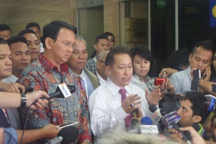 Tim kuasa hukum Basuki Tjahaja Purnama, Humphrey Djemat, sedang memberi penjelasan tentang jalannya sidang kasus dugaan penodaan agama di Kementerian Pertanian, Ragunan, Selasa (7/2/2017).