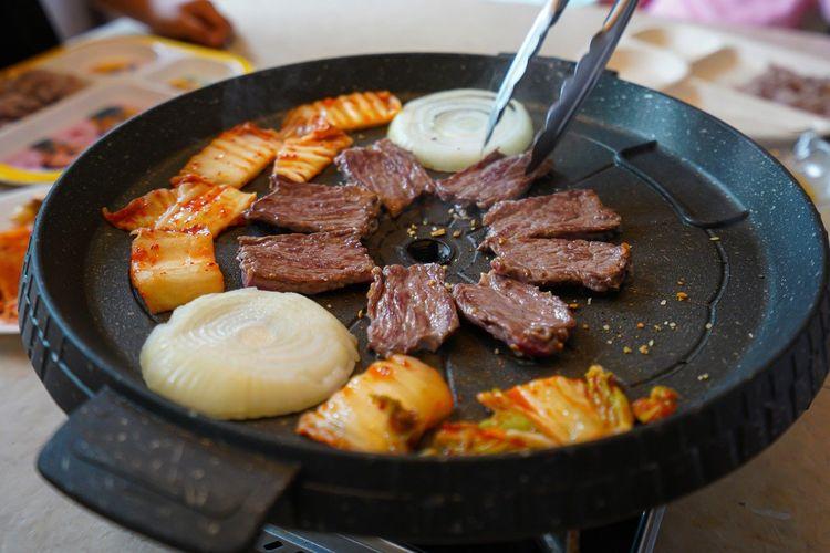 Ilustrasi panggangan antilengket buat barbeku ala Korea.