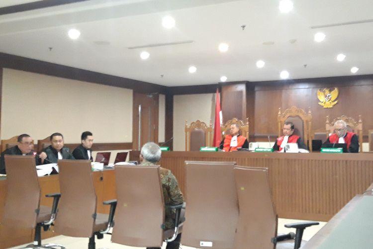 Kepala Biro Hukum KPU RI Sigit Wardoyo dalam kesaksiannya terhadap kasus berita bohong 7 kontainer surat suara tercoblos, di PN Jakarta Pusat, Kamis (11/4/2019)