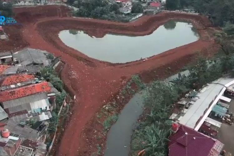 Penyodetan dan penurapan Waduk Kampung Rambutan I dan II di wilayah RW 06 Kelurahan Rambutan, Kecamatan Ciracas, Jakarta Timur, dilanjutkan.