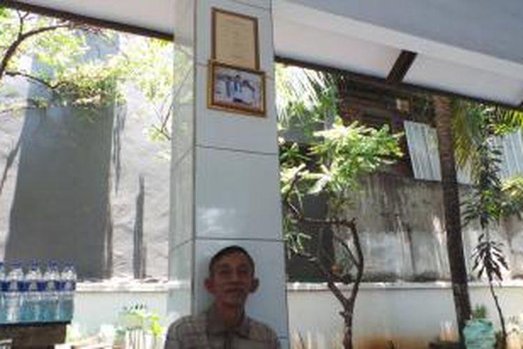 Penjaga makam Wijaya Kusuma, Hadi Doyo (64) diberangkatkan umrah oleh Wakil Gubernur DKI Jakarta Basuki Tjahaja Purnama.