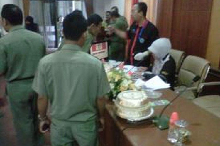 BNN Sulsel mmemeriksa urine 800 orang PNS lingkup Kabupaten Gowa, Sulsel.