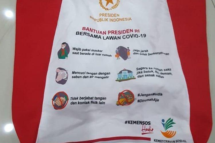 Tas kain yang digunakan untuk mengemas bansos paket sembako dari pemerintah pusat.