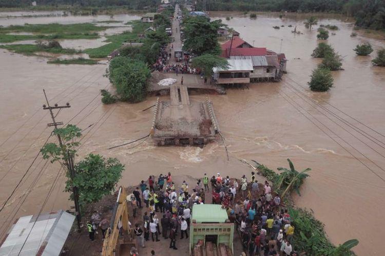 PUPR pasang Jembatan Bailey (besi) sementara pengganti jembatan Salim yang putus akibat banjir di Kalimantan Selatan