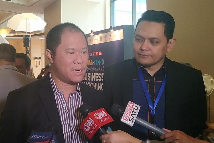 Chairman Blue Bird Group Holding Bayu Priawan Djokosoetono (tengah) memberikan keterangan kepada wartawan di Hotel JW Marriott, Jakarta, Sabtu (21/9/2019).