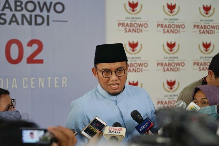 Koordinator juru bicara Badan Pemenangan Nasional (BPN) Dahnil Anzar Simanjuntak saat ditemui di media center pasangan Prabowo-Sandiaga, Jalan Sriwijaya I, Jakarta Selatan, Senin (4/2/2019).
