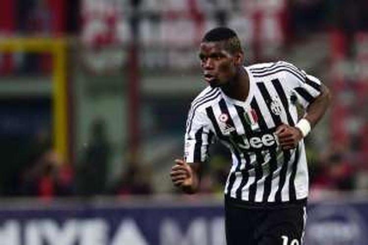 Gelandang Juventus, Paul Pogba, melakukan selebrasi usai membobol gawang AC Milan dalam lanjutan laga Serie A di Stadion San Siro, Sabtu (9/4/2016) waktu setempat.