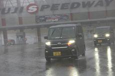 Masuk Musim Hujan, Hati-hati Bodi Mobil Jadi Kusam