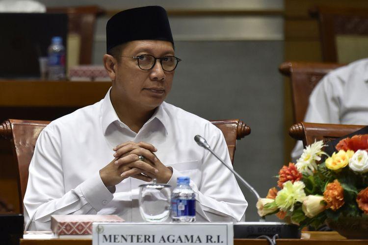 Menteri Agama Lukman Hakim Saifuddin mengikuti rapat kerja dengan Komisi VIII DPR di Kompleks Parlemen, Senayan, Jakarta, Senin (12/3). Pemerintah dan DPR menetapkan Biaya Penyelenggaraan Ibadah Haji (BPIH) tahun 2018 sebesar Rp35,23 juta per jemaah atau naik 0,9 persen dari tahun sebelum. ANTARA FOTO/Puspa Perwitasari/kye/18
