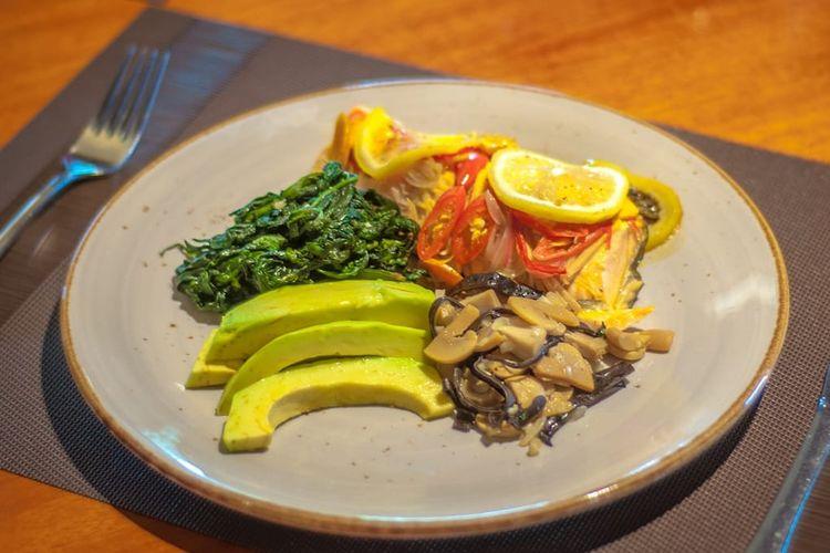 Wrapped & Grilled Salmon dari  Best Western Premier Panbil Batam