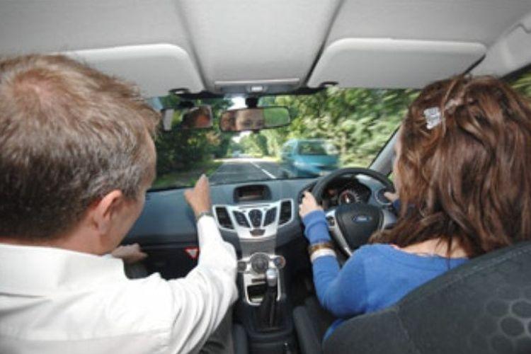 ilustrasi kursus mengemudi