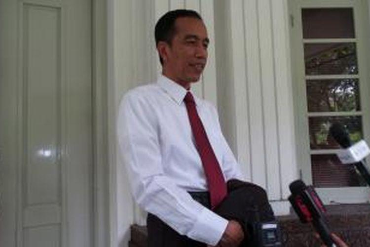 Presiden terpilih Joko Widodo saat wawancara dengan wartawan di rumah dinas gubernuran DKI Jakarta, Sabtu (20/9/2014).