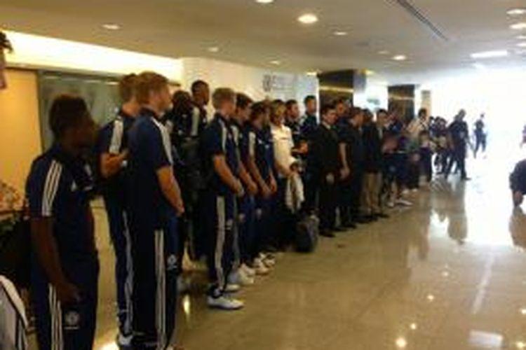 Rombongan tim Chelsea saat tiba di Bangkok, Thailand, Jumat (12/7/2013).