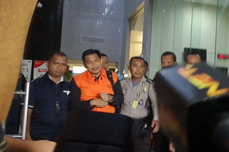 Komisi Pemberantasan Korupsi (KPK) menahan anggota Komisi VI DPR Bowo Sidik Pangarso.