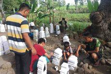 Tradisi Jelang Lebaran di Lombok: Anak-anak Mengecat Batu Nisan