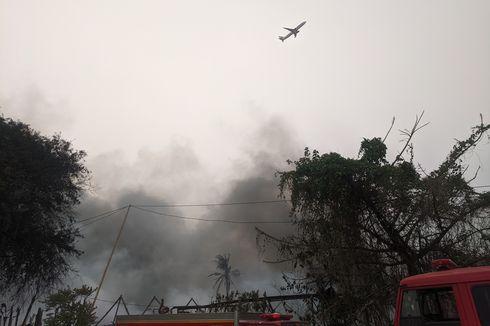 Penerbangan di Bandara Soekarno-Hatta Terpantau Lancar meski Asap dari Lokasi Kebakaran Membumbung Tinggi
