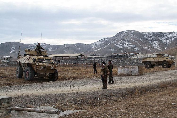 Bom bunuh diri meledak di pangkalan militer Afghanistan di pinggiran provinsi Ghazni pada Minggu (29/11/2020), yang menewaskan sedikitnya 30 orang.