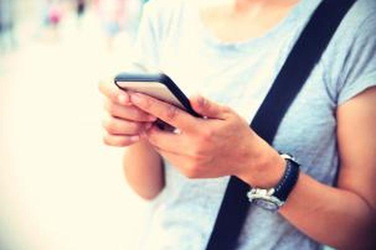 Meningkatnya suhu pada ponsel pintar disebabkan karena penggunaan berlebihan sehingga kinerja baterai pada ponsel menjadi panas.