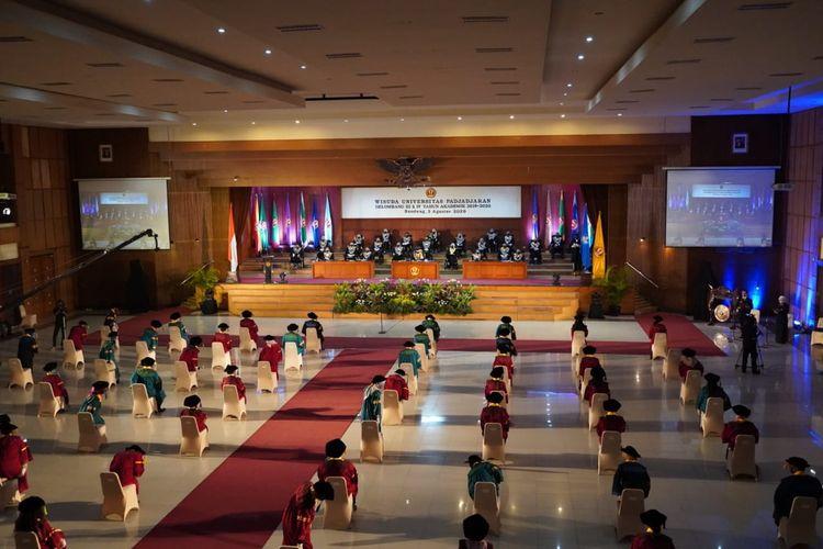 Sebanyak 2.702 wisudawan mengikuti wisuda Universitas Padjadjaran (Unpad) yang diselenggarakan secara hybird.