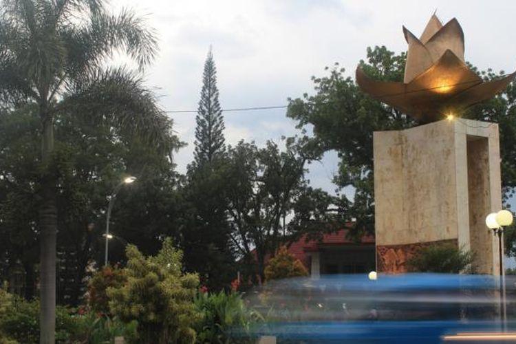 Sebuah monumen melati yang ada di Jalan Ijen, Kota Malang, Rabu (8/2/2017)