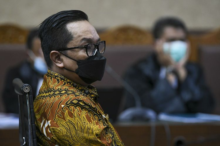 Terdakwa kasus suap penghapusan red notice Djoko Tjandra, Brigjen Pol Prasetijo Utomo menjalani sidang lanjutan di Pengadilan Tipikor, Jakarta, Senin (15/2/2021). Sidang mantan Kepala Biro Koordinasi dan Pengawasan (Kakorwas) Penyidik Pegawai Negeri Sipil (PPNS) Bareskrim Polri itu beragendakan pembacaan pledoi. ANTARA FOTO/Galih Pradipta/hp.