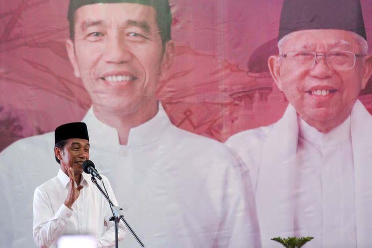 Calon Presiden petahana nomor urut 01 Joko Widodo berpidato saat kampanye terbuka di Lhokseumawe, Aceh, Selasa (26/3/2019). Dalam kampanye yang dihadiri ribuan pendukung, parpol pengusung, dan para ulama, Jokowi menyatakan optimistis bersama masyarakat Aceh bisa memenangkan suara pada pemilihan presiden 17 April mendatang.