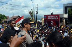 Massa Lempari Gedung DPRD Ternate, Mahasiswa dan Anggota DPRD Terluka