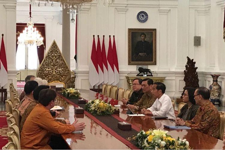 Presiden Joko Widodo menerima delegasi IMF di Istana Merdeka Jakarta, Senin (26/2/2018).