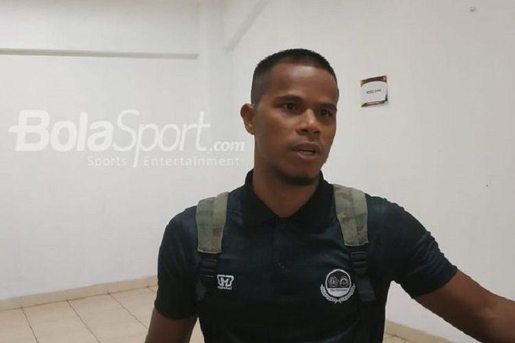 Kapten Tira Persikabo Manahati Lestusen tanggapi anggapan hanya tiga klub yang bersih dari upaya penyuapan wasit.