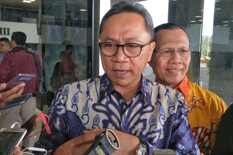Ketua Umum Partai Amanat Nasional (PAN) Zulkifli Hasan saat ditemui di Kompleks Parlemen, Senayan, Jakarta, Jumat (27/4/2018).