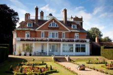 Rumah Istri Muda Raja Perancis Dilego Seharga Rp 98 Triliun