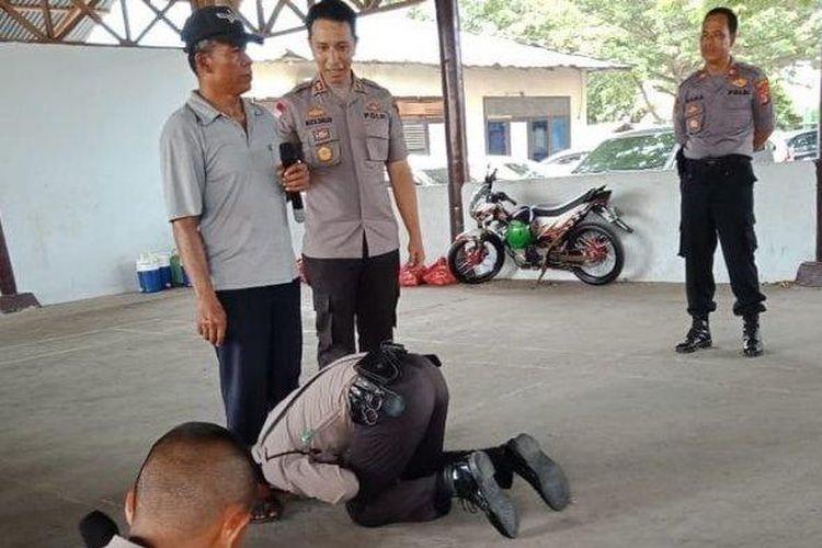Viral Siswa Sekolah Polisi cium kaki ayahnya yang pedagang Bakso.