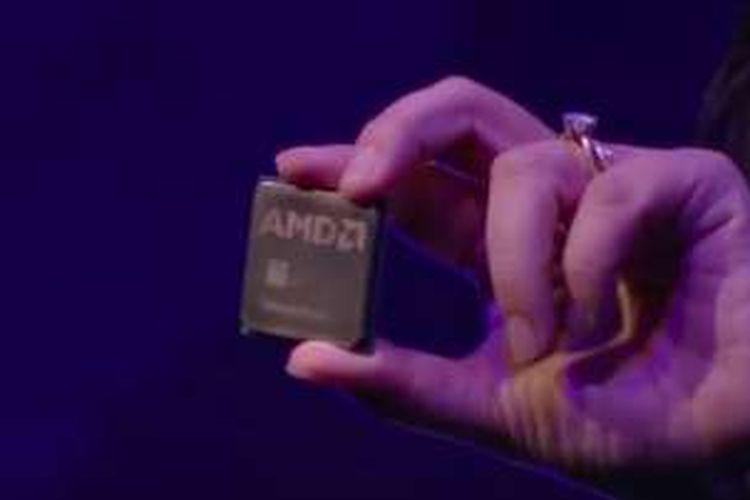 Presiden dan CEO AMD Lisa Su memamerkan Summit Ridge, prosesor desktop berbasis arsitektur Zen, dalam acara di Taipei, Taiwan, Rabu (1/6/2016)