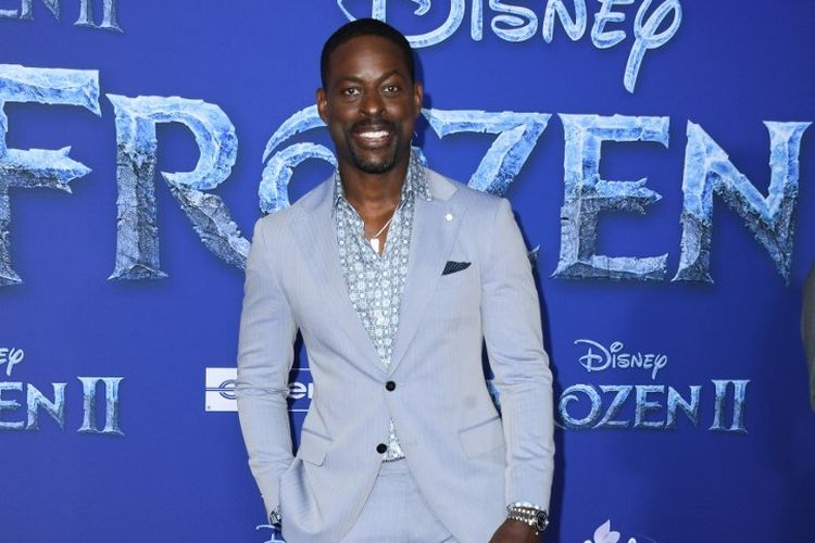 Aktor Sterling K Brown menghadiri pemutaran perdana film Frozen 2 di Dolby theatre di Hollywood, Kamis (7/11/2019).