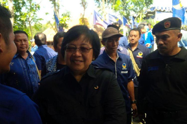 Menteri Lingkungan Hidup dan Kehutanan Siti Nurbaya Bakar saat menghadiri Halal Bihalal dan Silaturahmi Keluarga Besar Partai Nasdem Jawa Tengah dan DIY di Salatiga, Jawa Tengah, Minggu (30/7/2017).