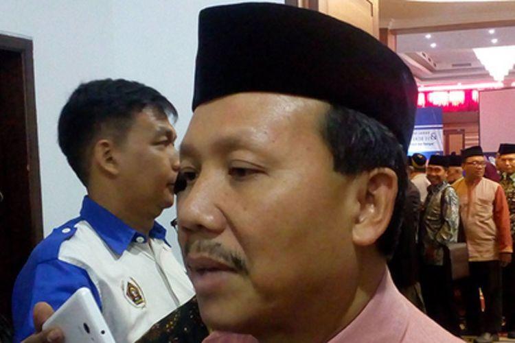 APBD Jawa Barat tahun ini yang masih mengendap di kas bank daerah mencapai RP 7,94 triliun per akhir Juni 2017. Sekretaris Daerah Jawa Barat Iwa Karniwa mengatakan penyerapan anggaran memang belum optimal sehingga masih ada APBD yang parkir di kas bank daerah.